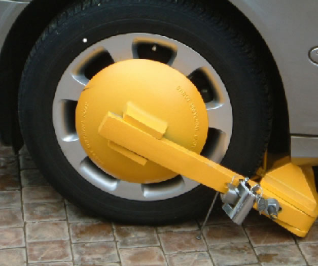 car clamped tyre